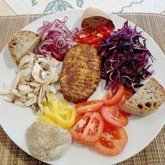 """- The Path Of The Vegan - Taifun burger di tofu e riso al curry e ananas e contorno creativo anche se non proprio """"zen""""; pane timilia :-) (tofu & rice Taifun burger with pineapple & curry; vegetables aside; timilia bread) #vegan #tapas #makeitvegan #pornfoods #ilovegan #veganisbetter #veganislife #veganmeanslove #veganfortheanimals #veganforlife #veganfortheplanet #nocruelty #nodairy #dontworry #behappy"""