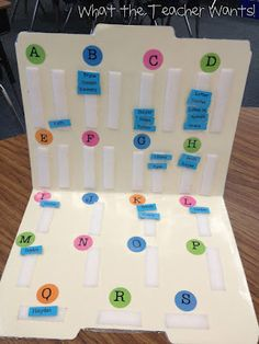 LOVE this for tracking students' guided reading levels.  Especially useful to me as a reading specialist with so many different kiddos!