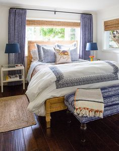 Betsy Bracken Has Turned Her Cardiff House into a Home: A sunlit guest room's decor blends coastal blues, Moroccan prints, and natural textures. Home, Bedroom Makeover, Home Bedroom, Coastal Bedroom Decorating, Guest Room Decor, Interior Design Living Room, Interior Design, Bedroom Layouts, Master Bedrooms Decor
