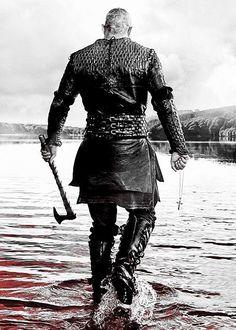 Ragnar Lothbrok (Travis Fimmel) on - hot even from behind - Vikings - Viking Warrior, Art Viking, Viking Symbols, Ragnar Lothbrok Vikings, Viking Berserker, Vikings Tv Series, Vikings Tv Show, Viking Tattoo Sleeve, Viking Tattoos