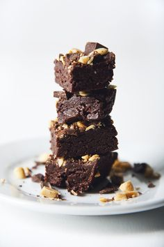 Rich. Chocolate-y. Extra chewy and peanut buttery. These no-bake vegan & gluten-free peanut butter brownies are wholesome yet decadent.