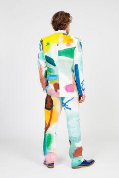 freakyfauna:  KOSTÜME DER ARMEN.  Sjim Hendrix wearing a suit made by his mom with fabric painted by Bonno van Doorn.