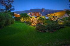 http://parade.com/523896/lindsaylowe/see-inside-bob-hopes-ufo-shaped-mansion-sells-for-25-million/?utm_source=paradenewsletter