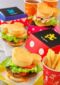 suitcase and a dream Tokyo Disneyland has Mickey buns!Tokyo Disneyland has Mickey buns! Comida Disneyland, Best Disneyland Food, Disneyland Tomorrowland, Tokyo Disneyland, Disney Desserts, Disney Snacks, Comida Disney World, Disney World Food, Walt Disney World