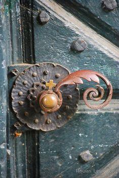 Inspire Bohemia: Decorative Door Hardware: Handles, Knobs, Knockers, Keyholes, Hinges and mor Cool Doors, Unique Doors, The Doors, Windows And Doors, Front Doors, Door Knobs And Knockers, Knobs And Handles, Door Handles, Door Detail