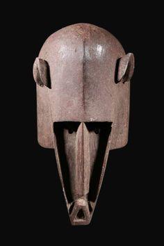ドゴン族 三角形の口をした動物のマスク(台付) ン・マ