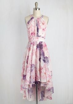 Floral Dresses for Wedding Guests, bridal showers, and parties and other events! A collection of pretty floral print dresses short and long styles, ideal for spring or summer wedding attire!