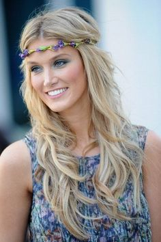 Add a floral necklace or hairband over your forehead and around your loose waves to create a bohemian look.