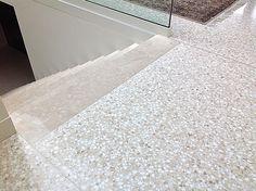 """Nardo Giovanni Srl Terrazzi alla veneziana - Terrazzo alla Veneziana - Venetian """"terrazzo"""" floor - Abitazione. Una miscela di tonalità delicate sui toni beige. Il risultato è un pavimento luminoso e nello stesso tempo caldo e accogliente."""