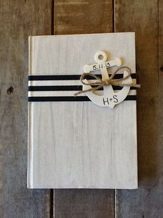 Wedding guest book idea. To see more: www.modwedding.com