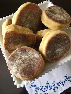 Portuguese Sweet Bread, Portuguese Desserts, Portuguese Recipes, Portuguese Food, Delicious Desserts, Dessert Recipes, Yummy Food, Gourmet Desserts, Plated Desserts