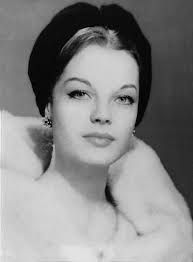 Romy Schneider September 1938 – 29 May was an Austrian-born film actress who held German and French citizenship. Old Hollywood, Hollywood Stars, Classic Hollywood, Romy Schneider, Jeanne Moreau, Divas, Mädchen In Uniform, Actrices Hollywood, Alain Delon