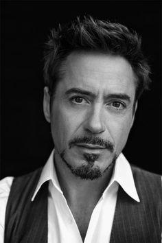 Robert Downey Jr / Noir et Blanc / Marvel / Sherlock Holmes / Iron Man / Tony St. Robert Downey Jr., Robert Downey Jr Young, Sherlock Holmes Robert Downey, Ally Mcbeal, Tony Stark, Funny Videos, Iron Man 3, Celebrity Portraits, Male Portraits