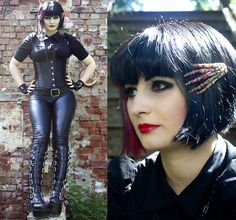 H&M Black Blouse, Burlesk Black Corset, Xtra X Pleather Leggings, Demonia Buckle Platformboots, Selfmade Skeletonhands Hairpin