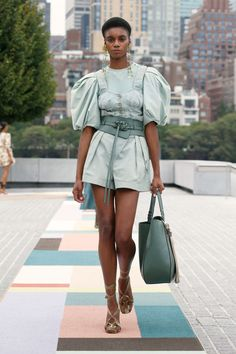Catwalk Fashion, Fashion 2020, New York Fashion, 80s Fashion, Spring Fashion, Fashion Show, Fashion Outfits, Fashion Design, Fashion Trends