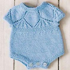 Strick-Kits | Maschenfein :: Strickblog Knitting For Kids, Baby Knitting, Knitted Baby Outfits, Baby Cardigan, Baby Kind, Yarn Crafts, Little Boys, Knit Crochet, Knitting Patterns