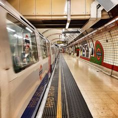 Why so serious?  Goood evening Lovelies!  Hope you had a nice Tuesday!  Enjoy the evening now!  // to see more follow me on #Snapchat: @alisinworldland  #goodevening #haveaniceevening #mindthegap #visitlondon #ilovelondon #lovelondon #loves_london #londra #londres #london4all #urban #city #reflections #architecture #beautifuldestinations #lonelyplanet #lovegreatbritain #uk #igersitalia #igerslondon #samsunguk #underground #london #londontube #piccadilly #happiness #sharethehappiness…