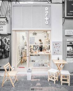 Best Home Decoration Stores Cafe Shop Design, Cafe Interior Design, Store Design, Small Cafe Design, Small Coffee Shop, Coffee Store, Coffee Cafe, Paris Coffee Shop, Coffee Tin