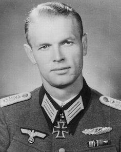 ✠ Kurt Schäfer (August 19th, 1913 - May 15th, 1995) RK 12.08.1944 Hauptmann Führer I./Pz.Gren.Rgt 33 4. Panzer-Division       NKiG: 23.09.1944, Hauptmann, Kdr. I./Pz.Gren.Rgt. 33