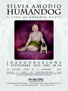 Dopo il grande successo del set fotografico realizzato da Silvia Amodio in esclusiva per PH Neutro, inaugura HumanDog, mostra a cura di Roberto Mutti