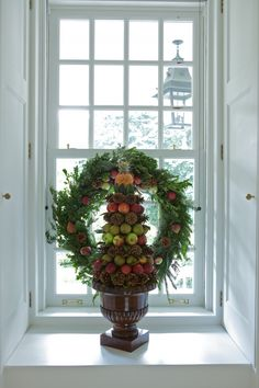 Wmburg fruit tree and wreath