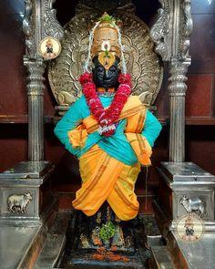 महाराष्ट्र के पंढरपुर में स्थित श्री विट्ठल मंदिर महाराष्ट्र के प्रमुख तीर्थस्थलों में से एक माना जाता है। विट्ठल मंदिर 12वीं सदी की संरचना है जो भगवान विष्णु के अवतार श्रीकृष्ण को समर्पित करता है, यहां भगवान कमर पर हाथ रखकर खड़े हैं।  जय जय पांडुरंग हरि जय जय पांडुरंग हरि 🙏   #vitthalatemple #harekrishna #krishna #guruvayoor #kolhapur #VitthalRukmini #pandharpur #vitthal #shrikrishna #mauli #JaiJagannath #RathaJatra #Pandharpur #Krishna #hindudharma #AncientIndia #BhaktiSarovar