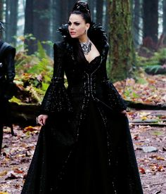 So excited to see the Evil Queen back on my screen! and can we talk about the epicness of this necklace?!?!