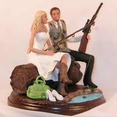 In Love Couple Decoration as Sweet and Popular Wedding Cake Topper Ever: Unique Wedding Cake Toppers