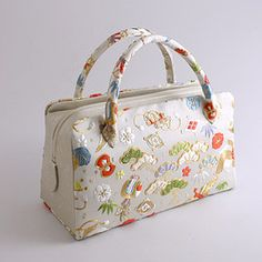 Kimono Fabric, Fabric Bags, Japan Bag, Batik Prints, Japanese Embroidery, Printed Bags, Beautiful Bags, Purses And Bags, Diaper Bag