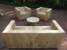 Re-purpose those pallets that are destined for the dump. pallets into furniture, garden beds, you name it. Even Complete pallet garden set Pallet Crates, Wooden Pallet Furniture, Pallet Sofa, Wooden Pallets, 1001 Pallets, Pallet Patio, Outdoor Pallet, Diy Pallet Projects, Wood Projects