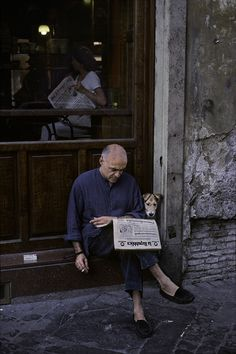 Steve McCurry: gorgeous photographs of people reading around the world.