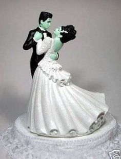 16 Unorthodox Cake Toppers - From Killer Sci-Fi Wedding Cakes to Offbeat Wedding Cake Toppers (CLUSTER) Frankenstein's Bride wedding cake toppers February 2015 Gothic Wedding, Dream Wedding, Horror Wedding, Zombie Wedding, Punk Wedding, Crazy Wedding, Medieval Wedding, Wedding Black, Wedding Shit