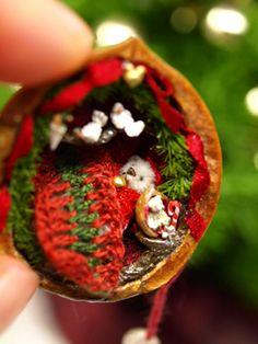 Christmas Walnut Shell by Apricot Jam Miniature Crafts, Miniature Christmas, Miniature Dolls, Diy Christmas Ornaments, Holiday Crafts, Christmas Bulbs, Christmas Decorations, Walnut Shell Crafts, Tiny Teddies
