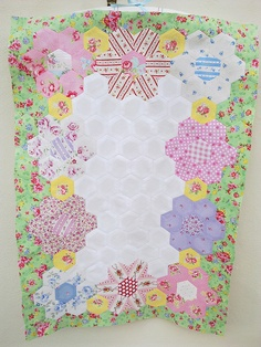 Sun Bonnet Sue Quilt by Yvonne@Nellie's Niceties, via Flickr