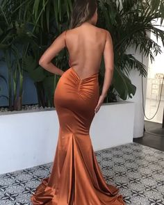 LAYLA rückenfreies Maxikleid - Orange The rest of a golfer's outfit is pretty much up to Backless Maxi Dresses, Satin Dresses, Sexy Dresses, Beautiful Dresses, Evening Dresses, Bodycon Dress, Awesome Dresses, Orange Prom Dresses, Afternoon Dresses
