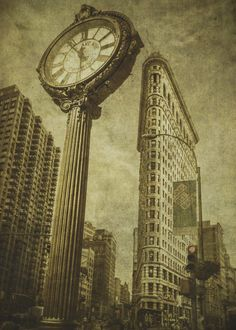 The Flatiron Building and Fifth Avenue Building Clock NYC USA.  The Flatiron Building and Fifth Avenue Building Clock NYC USA. Gallery quality print on thick 45cm / 32cm metal plate. Each Displate print verified by the Production Master. Signature and hologram added to the back of each plate for added authenticity & collectors value. Magnetic mounting system included.  EUR 48.00  Meer informatie