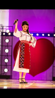 Costum popular Romanesc din Dobrogea Traditional Romanian costume from Dobrogea 1 Decembrie, Snow White, Costumes, Popular, Traditional, Disney Princess, Disney Characters, Blouse, Amazing