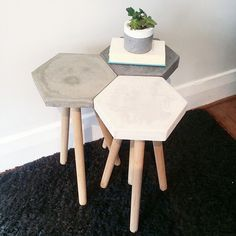 Concrete stool cluster Or just use the hexagon shape as a pathway or flooring f. - Concrete stool cluster Or just use the hexagon shape as a pathway or flooring for a nook - Concrete Stool, Concrete Furniture, Diy Furniture, Concrete Dining Table, Concrete Countertops, Plywood Furniture, Beton Design, Concrete Design, Concrete Crafts