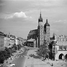 Rynek Główny - pólnocna pierzeja, kościół Mariacki, Sukiennice - fragment Krakow, Maine, Cathedral, Travel, Poland, Fotografia, Viajes, Cathedrals, Destinations