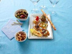 Brilliant hostess Katie Lee offers ideas for what sips and snacks to serve at an intimate soiree.