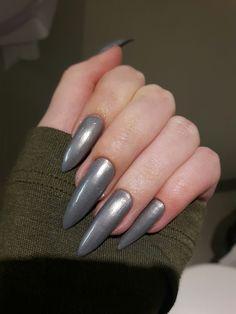 Pinterest: @sabrinanarend 💫 #nails #stiletto #silver #long #shape