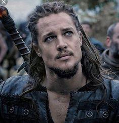 Uhtred De Bebbanburg, The Last Kingdom Series, Viking Haircut, Alexander Dreymon, Viking Culture, Book People, Raining Men, Hot Actors, Ragnar