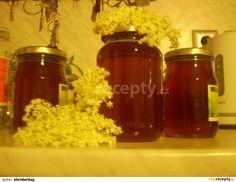 Citron oloupeme a nakrájíme na kousky. Květy opereme a odstříháme velké stonky. Květy s citronem povaříme 20 minut v litru vody a necháme 24... Homemade Jelly, Jam And Jelly, Home Canning, Mason Jar Lamp, Med, Popcorn Maker, Lemonade, Sweet Treats, Food And Drink
