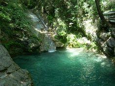 Die Wasserlöcher von Acquasanta, Quellwasserseen, 15 min...