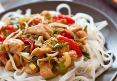 Chicken Stir Fry with Leek. Chicken stir fry with leek and soy germs Edith's Kitchen, Chicken Stir Fry, Poultry, Fries, Spaghetti, Food And Drink, Ethnic Recipes, Diet, Fine Dining