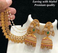 Gold Jhumka Earrings, Jewelry Design Earrings, Gold Earrings Designs, Gold Jewellery Design, Necklace Designs, Beaded Jewelry, Jhumka Designs, Gold Jewelry, Gold Bridal Jewellery