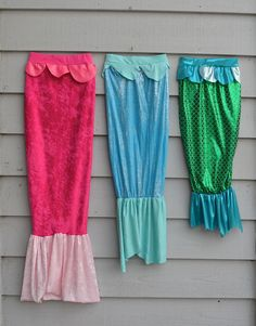 mermaid tails for mermaids that magically morph into walking girls. this mom rocks (tutorial included)