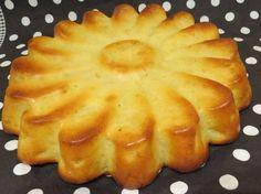 un gâteau aux pommes vraiment moelleux et léger pour 8 parts = 3PP la part 100g de farine 1 yaourt 50g de sucre 2 oeufs 30g de beurre à 41% fondu 1/2 sachet de levure 1 sachet de sucre vanillé cannelle 2 grosses pommes coupées en petits cubes 1 banane...