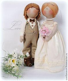 Жених и невеста. Куклы молодожены,самостоятельно стоят на ногах,станут отличным подарком для молодых и будут напоминать об этом прекрасном дне свадьбы  еще долго…