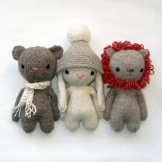 This is a pattern to knit 3 stuffed animals, a bear, lion and a bunny. The body is knitted in-the-round and in one piece with 4 double pointed needles